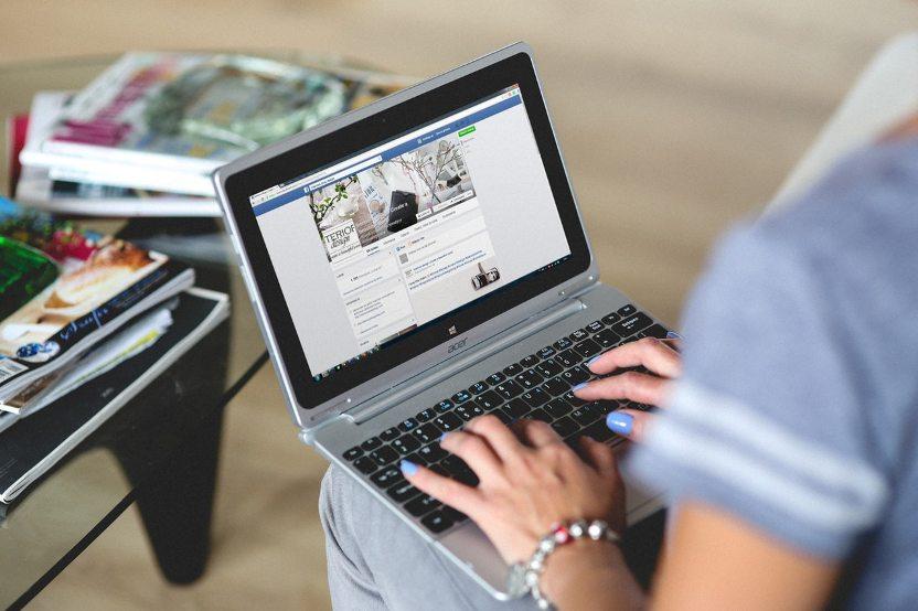 """Gyvenimo aprašymas pagal """"Facebook"""" įrašus"""