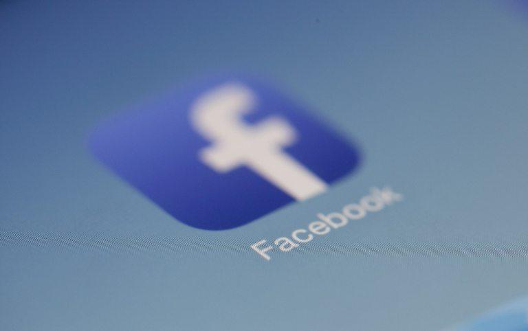 """Perspėja darbuotojus apie """"Facebook"""" žalą įmonei"""